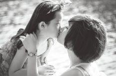 család, egészségtelen, gyereknevelés, kapcsolat, puszi
