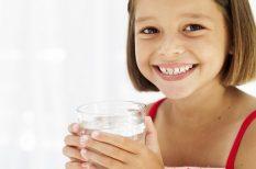 dehidratáció, egészséges életmód, folyadékbevitel, folyadékpótlás, gyermeknevelés, vízfogyasztás