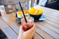 alkohol, ásványvíz, fittség, mozgás, nyár, saláta, szabadság, vakáció