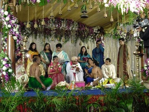 Indiai esküvő násznéppel, virgádíszekkel, Kép: Őszi Esküvő Kiállítás