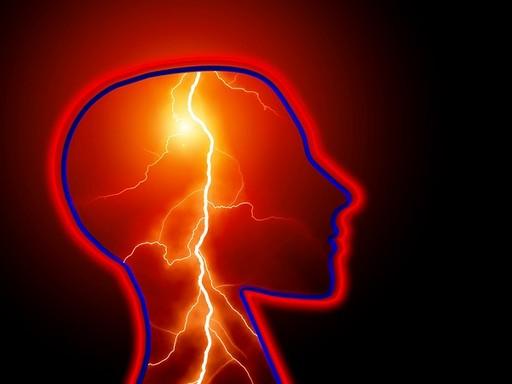 Emberi fej sziluettje, mintha villám csapna bele, Kép: pixabay