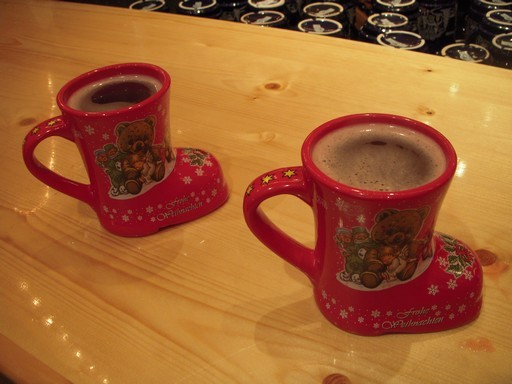 Glög: mandulás-mazsolás svéd forralt bor, Kép: wikipedia