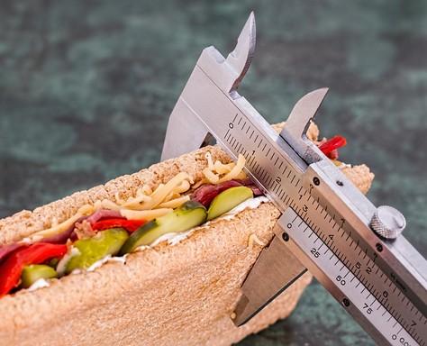 Diétás szendvics vastagságát mérő műszaki eszköz, Kép: pixabay