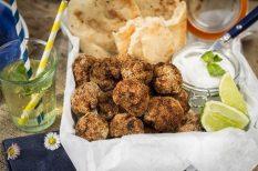 curry, gasztronómia, húsgolyó, koriander, paszta, recept, sertéshús, újhagyma