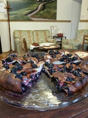 Firenzei szőlős pite egy nappali ebédlőasztalán, Kép: Toscan Club