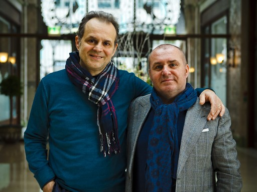 Nicola Portinari és Herczeg Zoltán egymást átölelve áll, Kép: Nagy Balázs