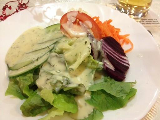 Bajor saláta: zölségek fűszeres majonézes öntettel, Kép: László Márta