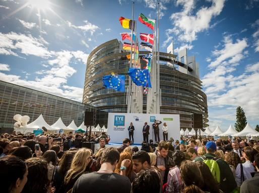 Európai Parlament előtt EYE-találkozó Strasbourgban, Kép: wikimedia