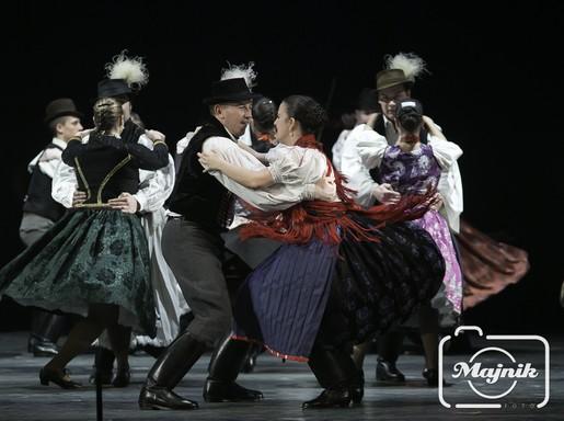 Táncosok ropják a MÜPA színpadán, Fotó: Majnik