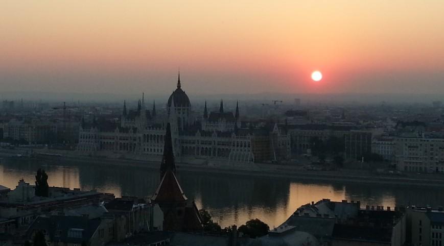 Parlament napfelketével, madártávlatból, Kép: sajtóanyag