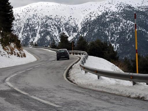 Hegyek, téli autóút kocsival, Kép: pixabay