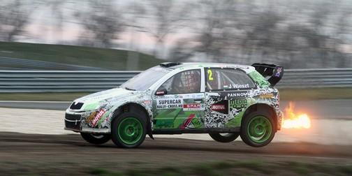 Kigyulladt autó a versenyen, Kép: sajtóanyag