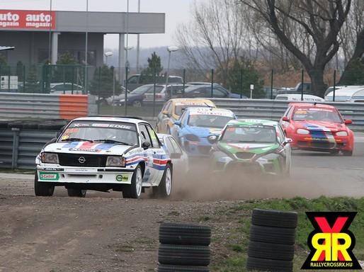 Futam a crossversenyen sok autóval, Kép: sajtóanyag