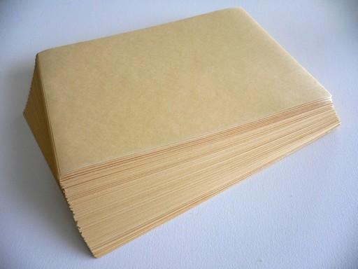 Másolópapír semleges háttér előtt, Kép: wikimedia