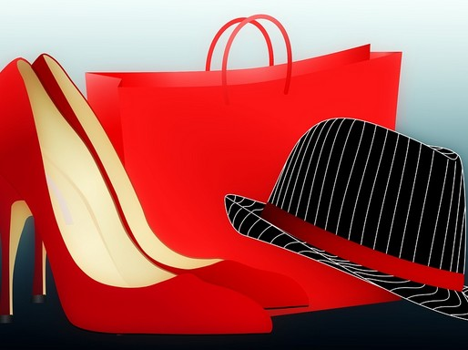 Piros női cipő, táska, fekete fehér csíkos, piros szalagos kalap, Kép: Pixabay