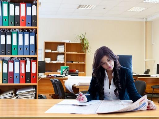 Női dolgozó az irodában, Kép: pixaby