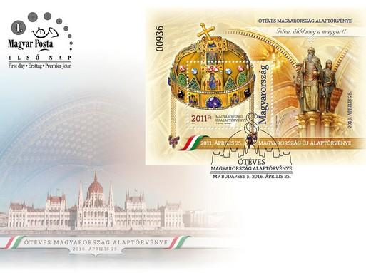Ötéves az Alaptörvény bélyeg, bélyegblokk és boríték