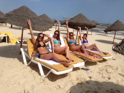 Napozás a tunéziai tengerparton, Kép: sajtóanyag