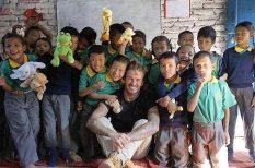 adomány, David Beckham, író, jótékonyság, Nagy-Brigtannia, pénz, sztárok