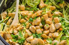 csirke, cukkini, egytálétel, zöldség