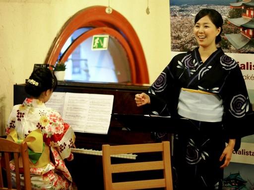 Nálunk tanuló növendékek minikoncertje a Japanspecialista Klubestjén, Kép: sajtóanyag