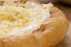 fokhagyma, hagyomány, lángos, sajt, tejföl