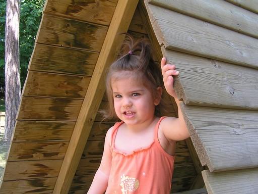 Kislány a játszótéren, Kép: pixabay