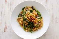 hagyma, keserű levelek, svéd recept, tészta, zöldségalaplé