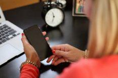 Facebook, féltékenység, internet, megcsalás, mobiltelefon, párkapcsolat, pénz, sms, titok