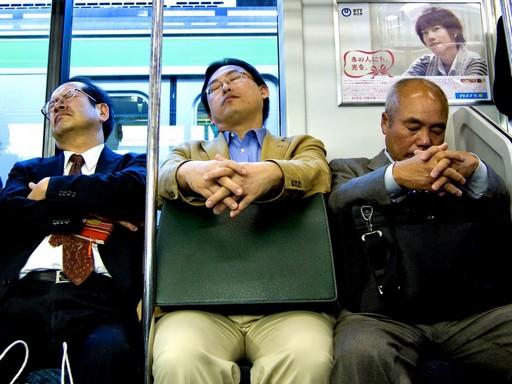 Inemuri, avagy nyilvános alvás a metrón, Kép: Japánspecialista