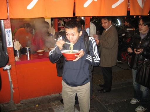 Leves egy étkezde előtt, Kép: Japánspecialista