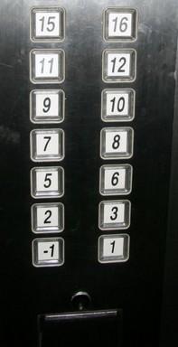 Tetrafóbia, japán szálloda liftgombjai, Kép: Japánspecialista