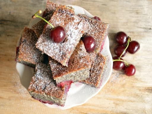 Bögrés mákos sütemény, Kép: ahogyeszikugypuffad.blogspot.com