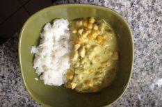 csirke, curry, kukorica, tejszín