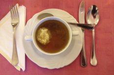 leves, liba, májgombóc, ünnepi asztal
