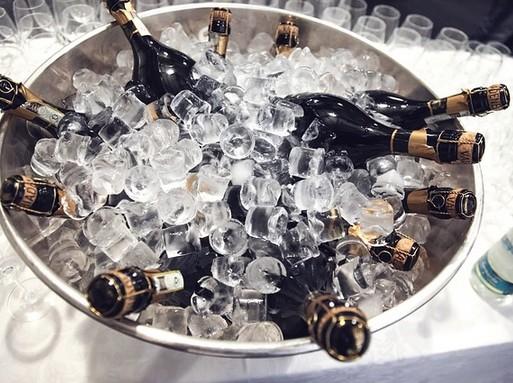 Pezsgősüvegek jégben, Kép: pixabay