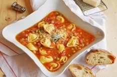leves, paradicsom, parmezán, tortellini