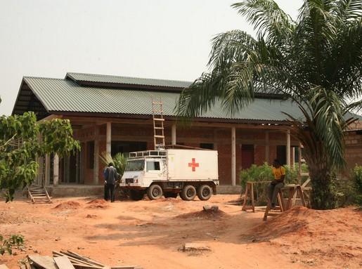 Épül Kongóban a szemklinika első része, Kép: Dr. Hardi Richárd