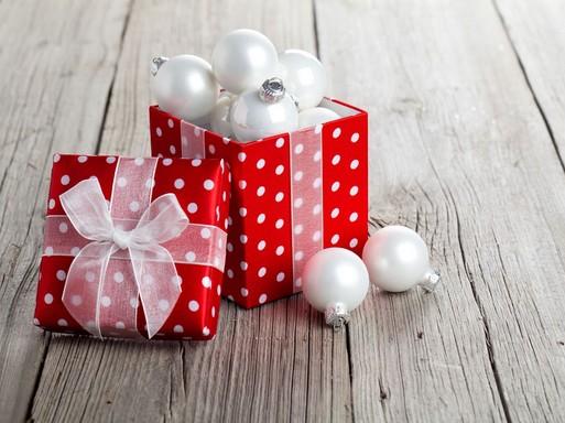 Karácsonyi doboz gömbökkel, Kép: Weleda