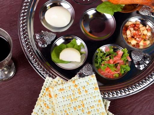 Kóser étkek díszes tálon, Kép: laboratorium.hu