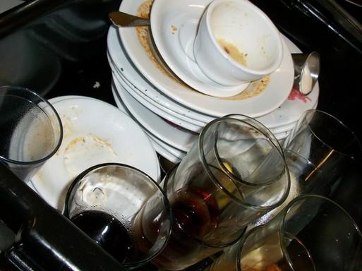 Piszkos edények a mosogatógépben, Kép: pixabay
