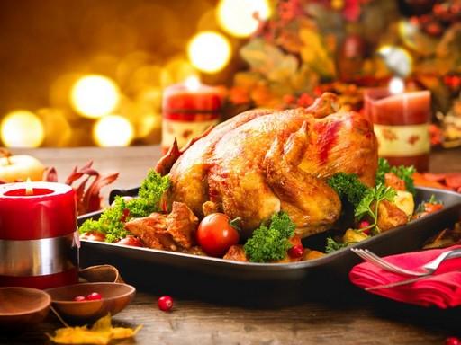 Sült csirke a karácsonyi asztalon, Kép: laboratorium.hu