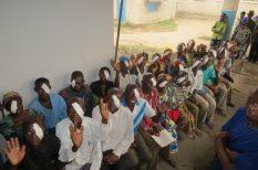 adomány, áldozatosság, Kongó, műtét, orvos, segítség, szemészeti centrum, szolgálat