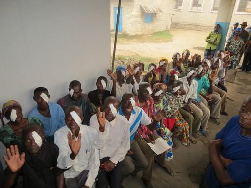 Szemműtét után Kongóban, Kép: Dr. Hardi Gábor