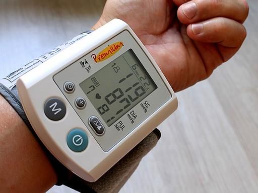 Vérnyomásmérő, csuklós, Kép: pixabay