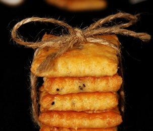 keksz, köménymag, piros paprika, sajt
