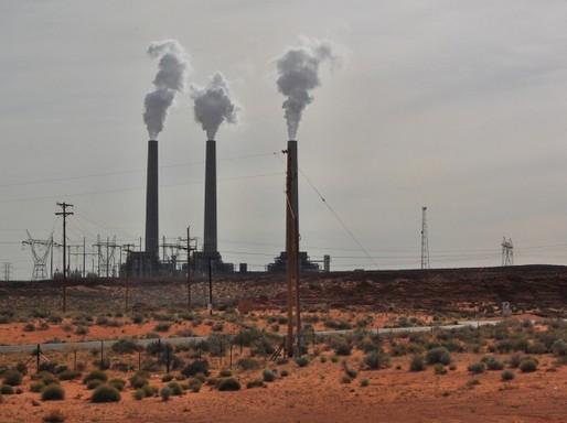 A Navajo Generating Station széntüzelésű erőmű Arizona államban, Forrás: Flickr/Ilya Katsnelson