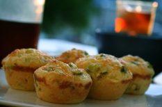 muffin, póréhagyma, sajt, sonka, sós muffin