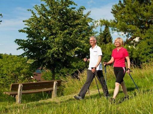 Házaspár walking, sporttol, Kép: Weleda