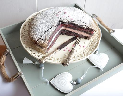 Meggyes, mákos torta, Kép: ahogyeszikugypuffad.blogspot.com